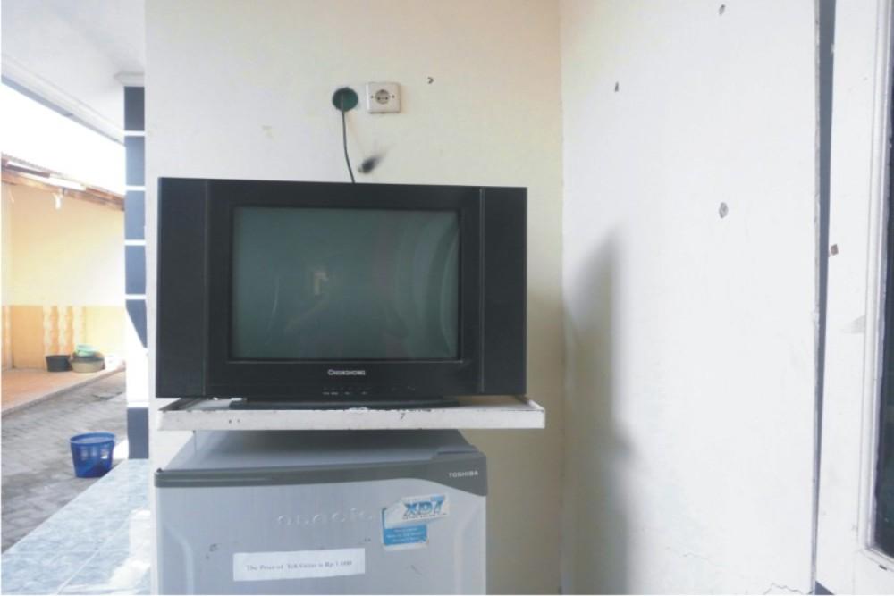 Fasilitas Tv dan Kulkas