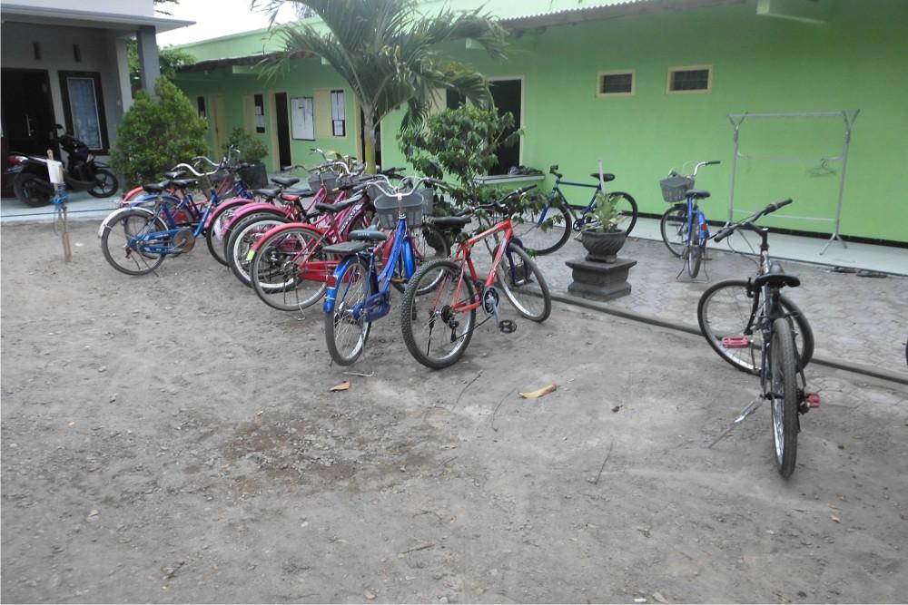 halaman depan pare-dise boy's camp